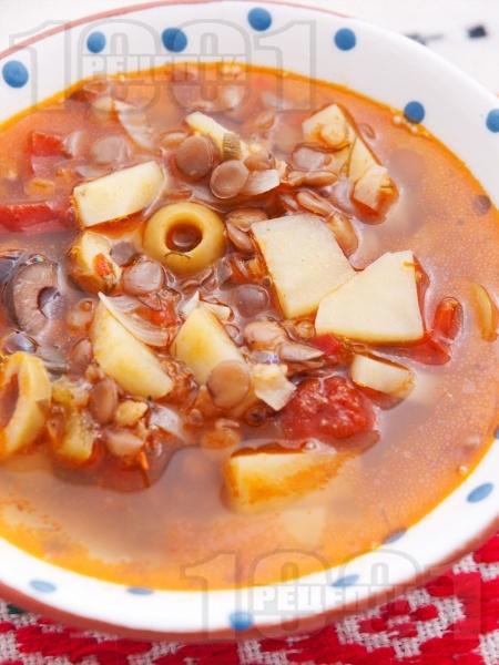 Чорба с леща, картофи и маслини - снимка на рецептата